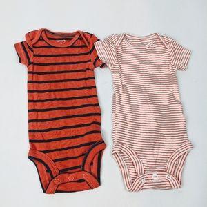 👾 3/$15 Carter's Newborn bodysuit onesie set of 2